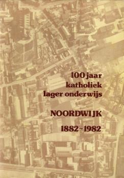 Afbeelding van tweedehands boek: -100 Jaar katholiek lager onderwijs. Noordwijk 1882 - 1982. Foto