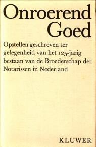 Afbeelding van tweedehands boek: HOUWING, MR. Ph.A.N (ONDER REDACTIE VAN)-Onroerend goed. Opstellen geschreven ter gelegenheid van het 125-jarig bestaan van de Broederschap der Notarissen in Nederland