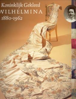Afbeelding van tweedehands boek: BRAAM, ELISABETH VAN; ELZENGA, EELCO (SAMENSTELLING)-Koninklijk gekleed. Wilhelmina 1880 - 1962