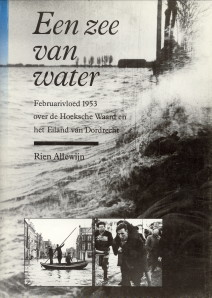 Afbeelding van tweedehands boek: ALLEWIJN, RIEN-Een zee van water. Februarivloed 1953 over de Hoeksche Waard en het Eiland van Dordrecht